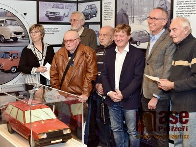 FOTO: Škoda Auto zahájila výstavu o závodu ve Vrchlabí