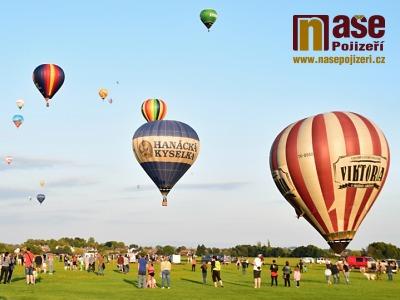 Obrazem: Vzlet 25 balonů ve Dvoře Králové