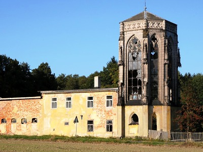 Kraj podpoří statisíci obnovu poničené vzorkovny vitráží na Českolipsku