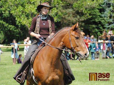 Westernoví jezdci a koně obsadí znovu po roce semilský Ostrov