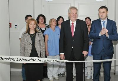 Spolu s tvůrci otevřel hospic Libereckého kraje i prezident Miloš Zeman