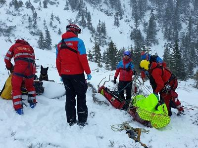 V Krkonoších spadlo několik lavin, záchranáři vyprostili tři osoby