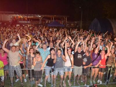 Festival ZasTenRock opět láká fanoušky na zásadský stadion