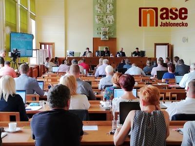 Zastupitelé Jablonce odvolali radního Klápště a náměstka Matka