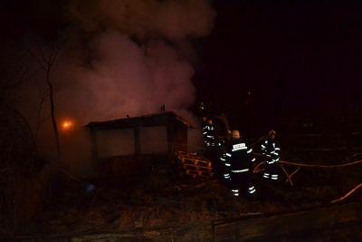 FOTO: Zahradní chatka lehla popelem