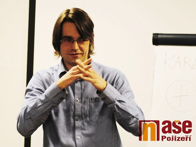 Znaková řeč hluchých lidí aneb ochota ke znakovému jazyku neslyšících