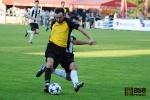 Dvojitý souboj o míč v podání semilského Martina Kočího a zkušeného višňovského Martina Štrbáka
