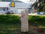 Dřevěné sochy už jsou na svých místech