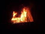 Požár zcela zničil zahradní chatku, předběžná škoda je 300 tisíc