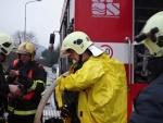Cvičení: Po nehodě náklaďáku unikl v Turnově nebezpečný kresol