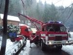Nehoda kamionu se dřevem ve Stromkovicích u Jablonce nad Jizerou.