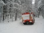 Na cestě do Polubného dobrovolní hasiči vytahovali zapadlý pluh