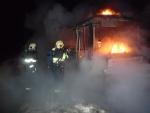 FOTO: V Paceřicích shořel autobus, zasahovali i turnovští hasiči