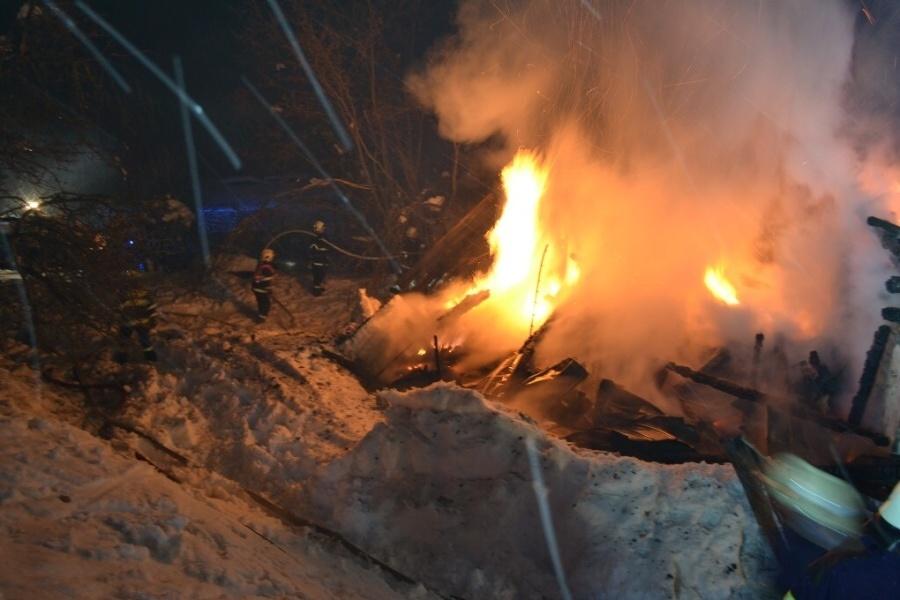 Hořel z části roubený dům v Buřanech nedaleko Jablonce nad Jizerou
