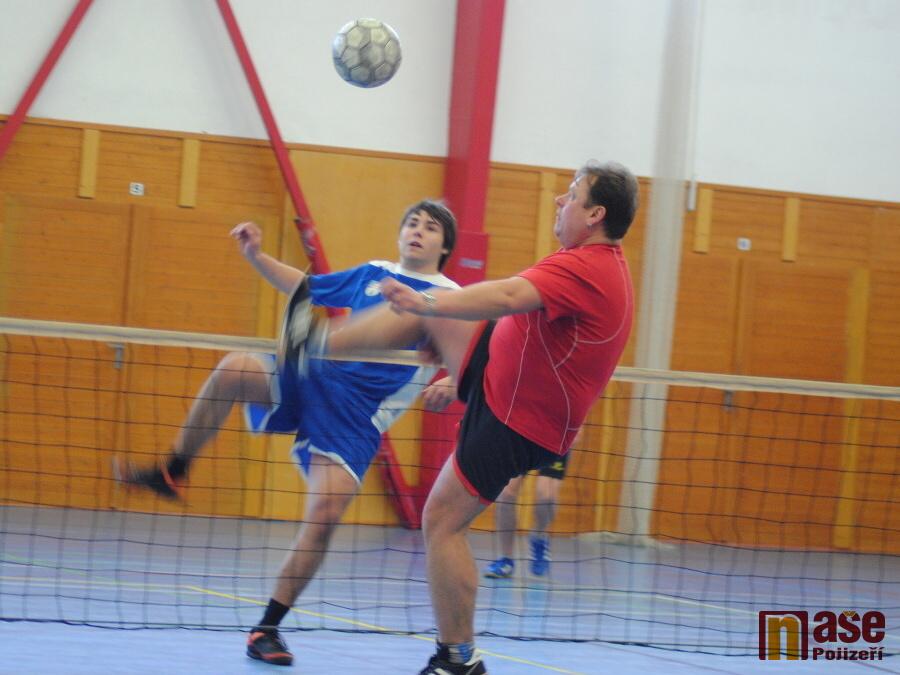 Turnaj trojic v nohejbale ve Sportovním centru v Semilech