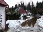 V Dolní Sytové jsou zaplavené domy, obyvatele zachraňovali hasiči
