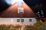Díky rychlému zásahu se podařilo brzy uhasit požár domu v Rokytnici