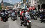 FOTO: Motorkáři přijeli do Vrchlabí pro požehnání i za zábavou