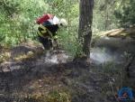 Požár v nepřístupném terénu v lese u Mírové pod Kozákovem