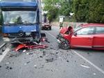 Nehoda nákladního vozidla s osobním zablokovala výjezd z Turnova