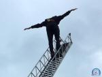 FOTO: Turnovští hasiči cvičili na vysutém žebříku