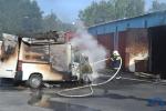 FOTO: V bývalé Koloře hořelo v garážích, škoda se odhaduje na milion