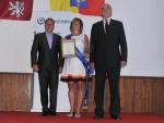 Vyhlášení Vesnice roku 2012 v Libereckém kraji ve Studenci. Modrou stuhu převzala starostka Mříčné Jana Holcová