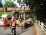 Nákladní auto posunulo nárazem železniční viadukt v Semilech