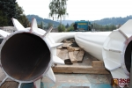 Na stavbu lávky v Semilech přes Jizeru byl dopraven mostní oblouk