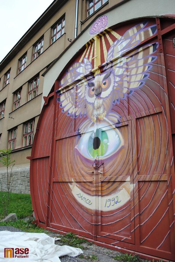 Odhalení malby na vratech waldorské školy v Semilech<br />Autor: Petr Ježek
