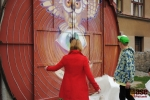 Odhalení malby na vratech waldorské školy v Semilech