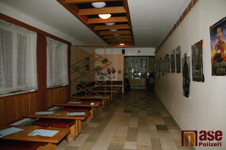 Veřejné prostory Městského kina Lomnice nad Popelkou - šatna s vyřazenou promítačkou, bar a foyer<br />Autor: Zdeněk Devátý