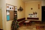 Veřejné prostory Městského kina Lomnice nad Popelkou - šatna s vyřazenou promítačkou, bar a foyer