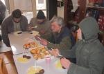 Asistenti se složili na vánoční akci pro bezdomovce