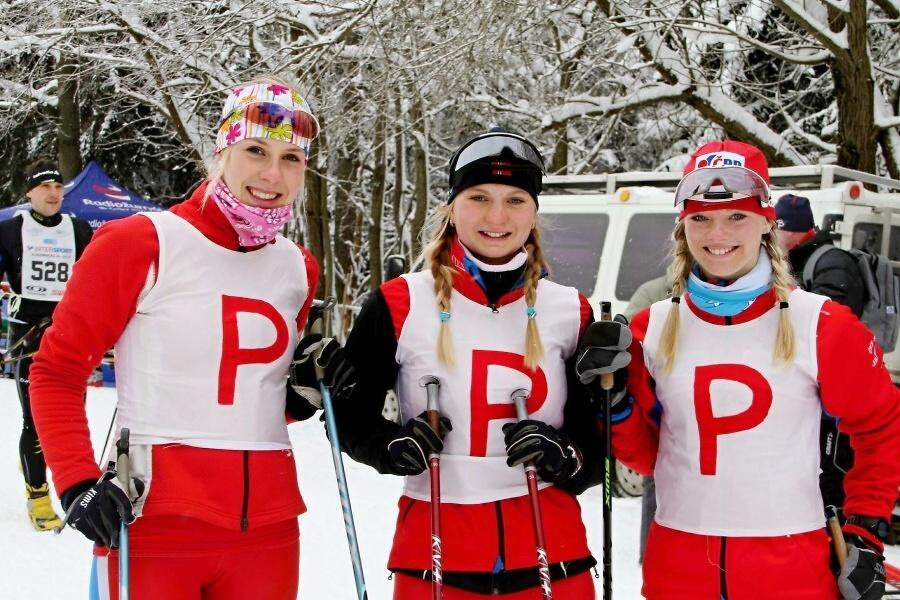 Součástí pořadatelského týmu byly úspěšné juniorské reprezentantky ČKS SKI Jilemnice<br />Autor: Jiří Novák