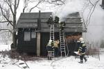 FOTO: Plameny spolykaly dům i automobil