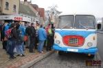 FOTO: Historické autobusy lákaly v Semilech davy nadšených cestujících
