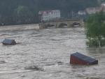 OČIMA ČTENÁŘŮ: Utržené vany narazily do mostu