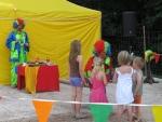 Čtvrtý koncertní den v areálu Rotextile - představení klaunů