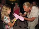 Čtvrtý koncertní den v areálu Rotextile - Kamil Střihavka se ochotně podepisoval divákům