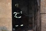 FOTO: Roubenku v Libouchci někdo zapálil