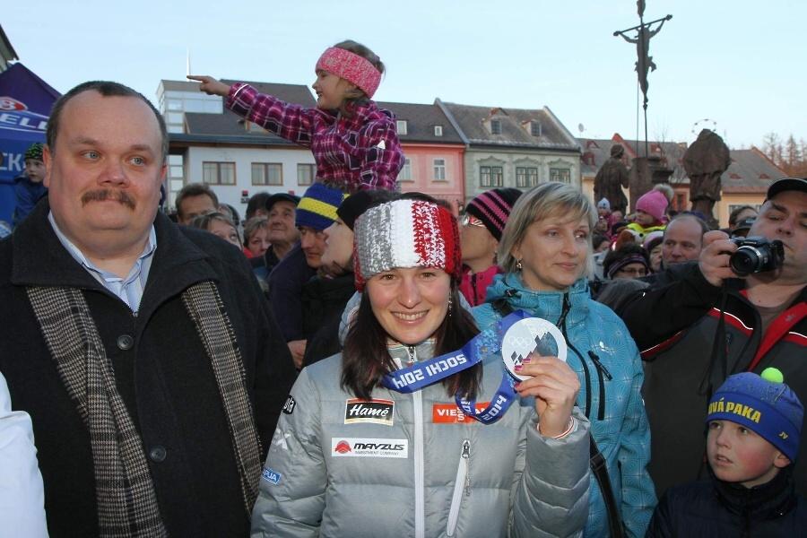 Přivítání olympijské medailistky Veroniky Vítkové na náměstí v Jilemnici<br />Autor: Jiří Novák