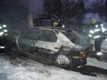 Dvě auta shořela nešťastným majitelům v garážích
