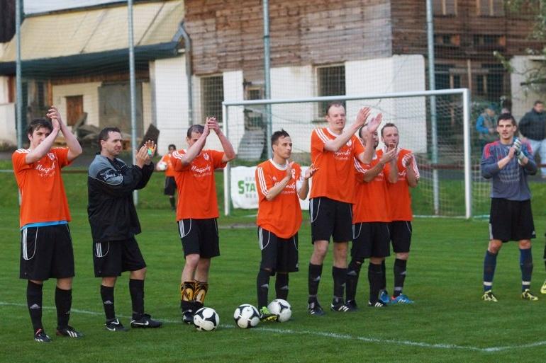 Semifinále poháru Libereckého kraje: Bozkov - FKP Turnov B<br />Autor: Karel Čermák