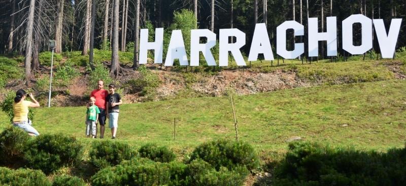 Nápis Harrachov jako Hollywood