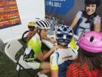 Preventivní akce projektu Na kole jen s přilbouv Harrachově u lanovky na Čertovu horu