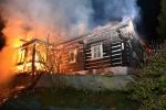 Požár poloroubené chalupy v Horní Dušnici, části obce Jablonec nad Jizerou