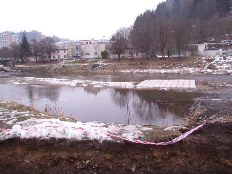 Stavba provizorního mostu v Železném Brodě<br />Autor: Archív KÚ Libereckého kraje