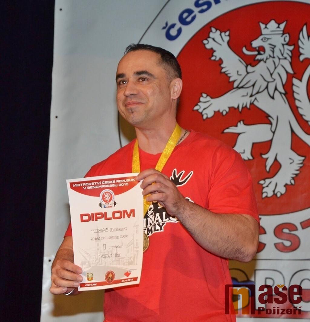 Mistrovství České republiky v benchpressu v KD Vrchlabí<br />Autor: Zdeněk Horák