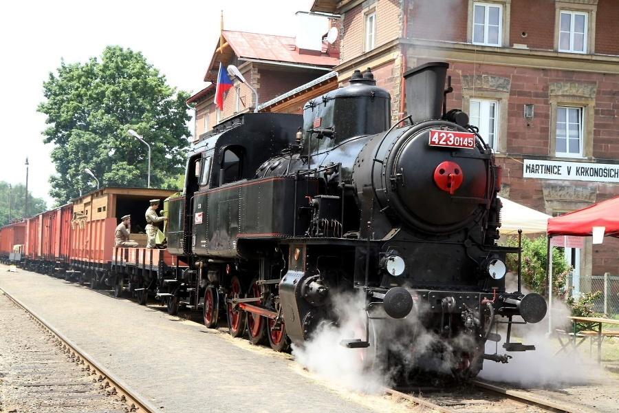 Zastavení legionářského vlaku v železniční stanici Martinice v Krkonoších<br />Autor: Jiří Novák